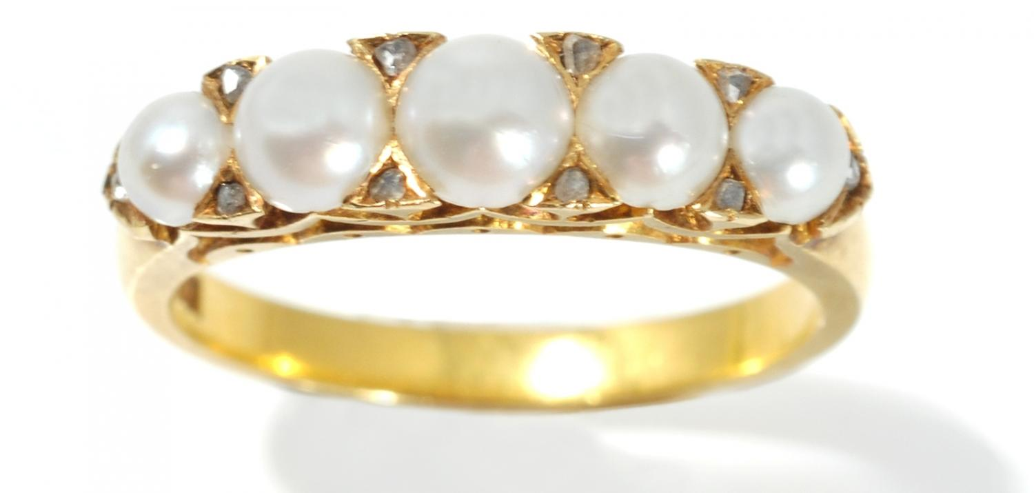 18ct Gold Pearl Ring